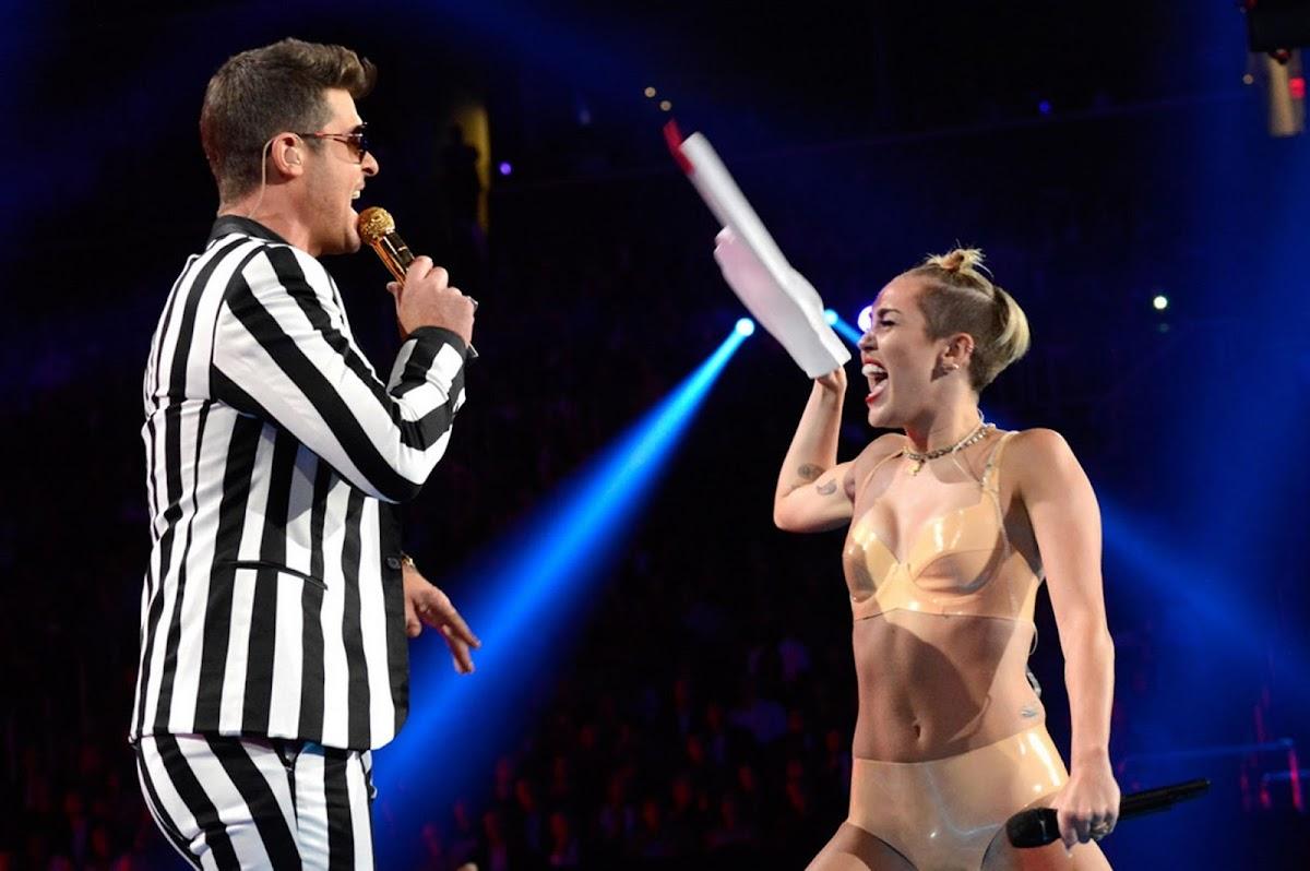 http://4.bp.blogspot.com/-hteA1fYqSMc/UhtDG7ti8gI/AAAAAAAAWKk/CIgYl4TpA7g/s1200/Miley-Cyrus-performance-at-MTV-VMA-2013-2223065.jpg