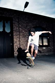 AMDirect Mini Cruiser Skateboard 22 Complet Classic 70s Retro Style Plastic Skate Board pour ados Enfants Age 4+