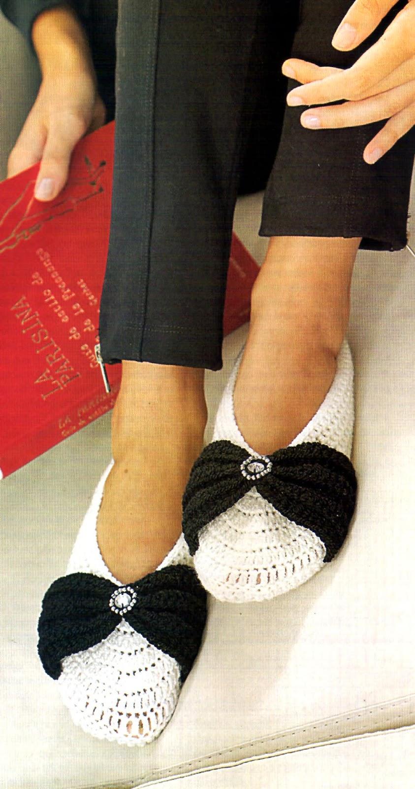 zapatos tejidos al crochet con moño y strass
