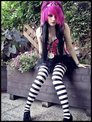 http://4.bp.blogspot.com/-huHdd7uGaQg/TtQIhN_hqCI/AAAAAAAAAkc/SgVmT7cwups/s640/emo+hairstyles+wallpaper-freepspthemeswallpapers.blogspot.com-313575_114901878626107_100003188854051_85574_1216247594_n.jpg