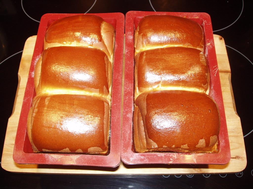 Upieczony chleb po wyjęciu z piekarnika