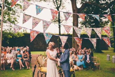 Casamento junino, casamento julino, bandeirinhas, noiva, noivo, decoração