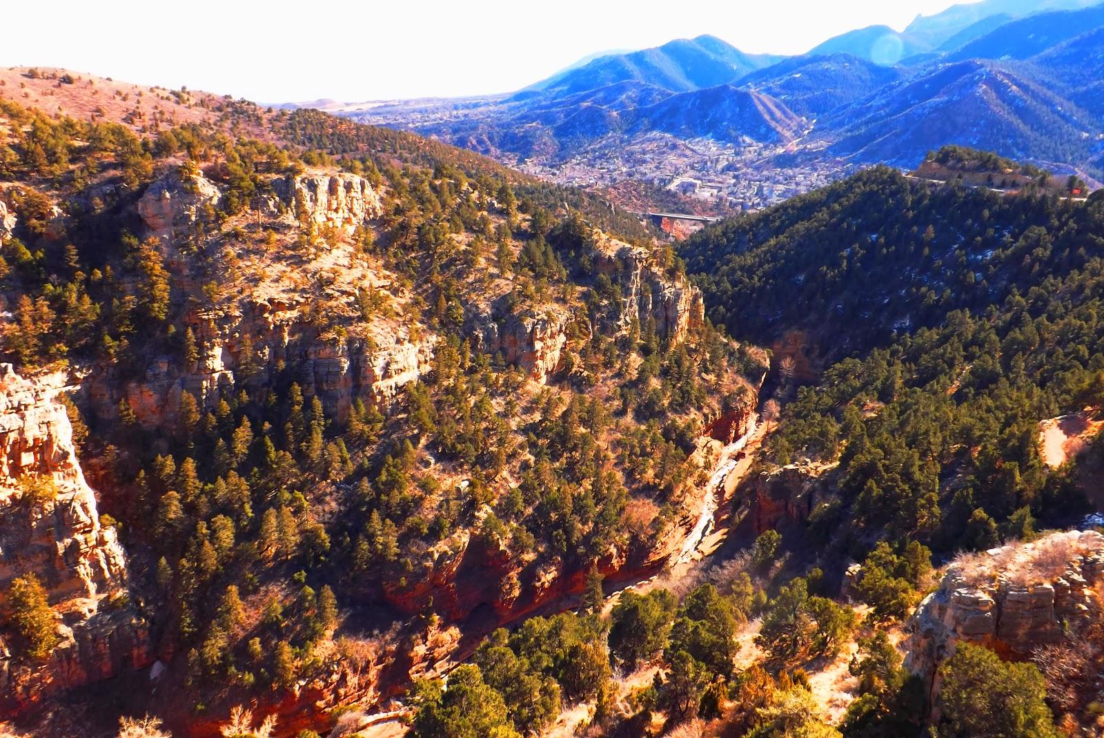 Путешествие в прошлое…  We were going to visit the local caves Colorado Springs and got an amazing journey to Manitou large cave.  Мы собирались посетить местные пещеры Колорадо Спрингс а попали в удивительное путешествие по Manitou большой пещеры.