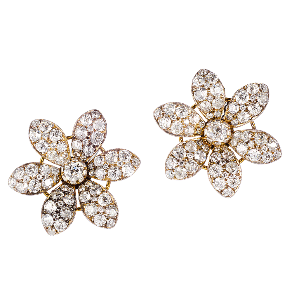 SHE FASHION CLUB: Flower Diamond Earrings