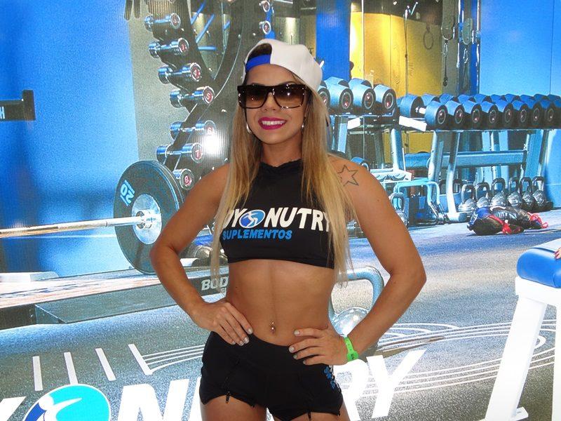 Viviane Andrade no stand da Body Nutry. Foto: Alan Azevedo