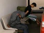 Olheiro dorme e suspeitos de roubo a salão de beleza são presos, em GO