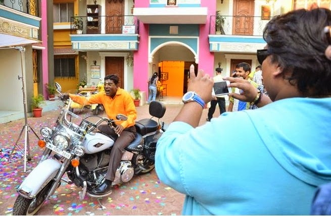 Ganesh Acharya visits Gokuldham Society to promote 'Hey Bro'