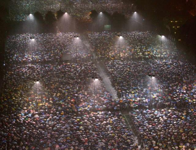 Hong Kong: chuvas não impediram participação massiva