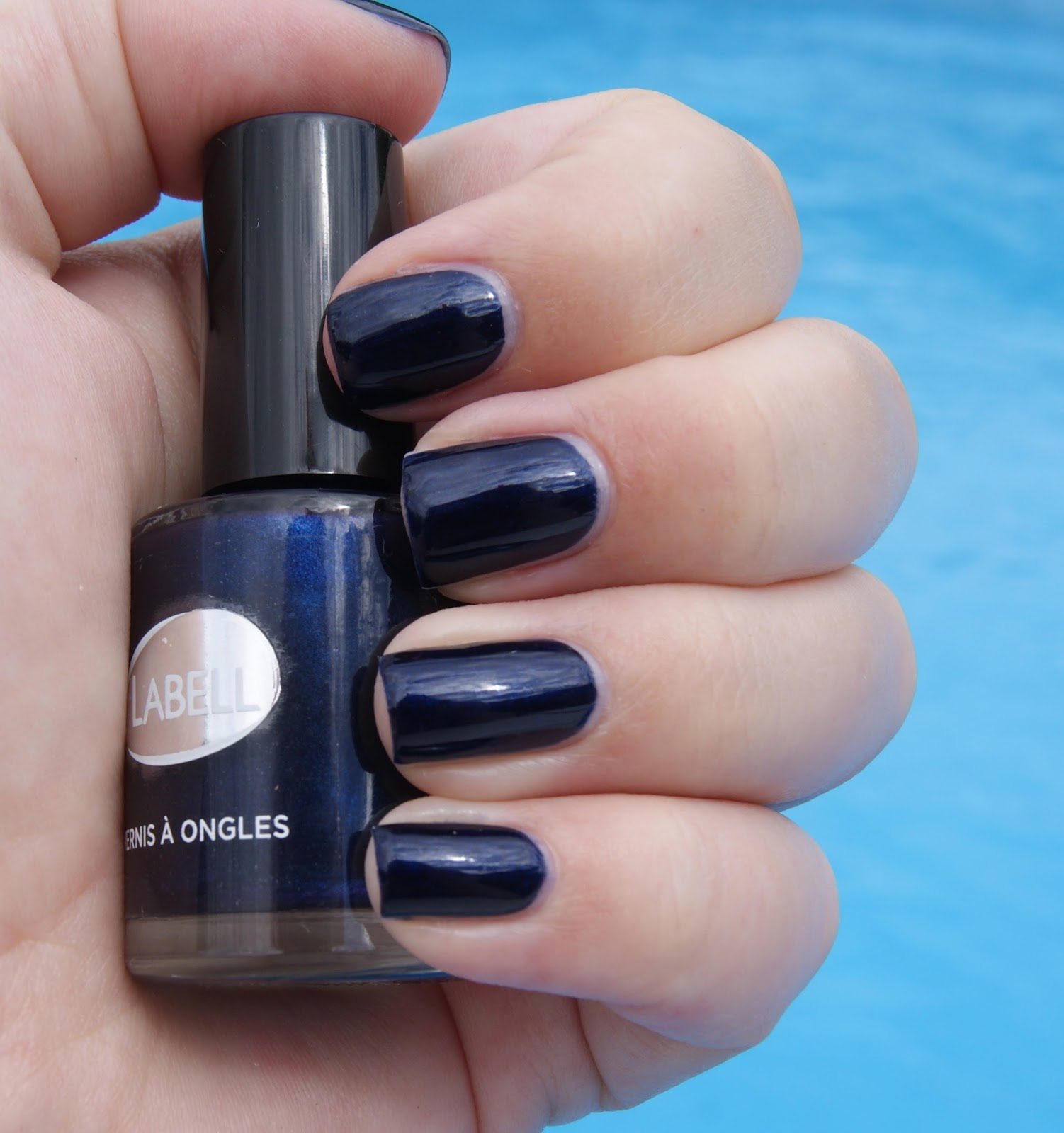 intermarch lance labell paris les vernis ongles bleu nuit laura and her beauty world. Black Bedroom Furniture Sets. Home Design Ideas