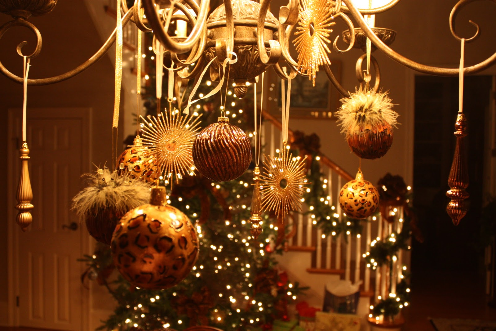Anyone can decorate christmas chandelier diy craft anyone can decorate arubaitofo Gallery