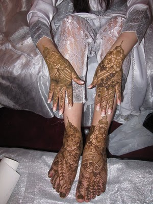 Hot Mehndi Designs for the Party 2013