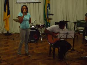 Ana Paula (voz) e  Wellington  Silva  (violão)