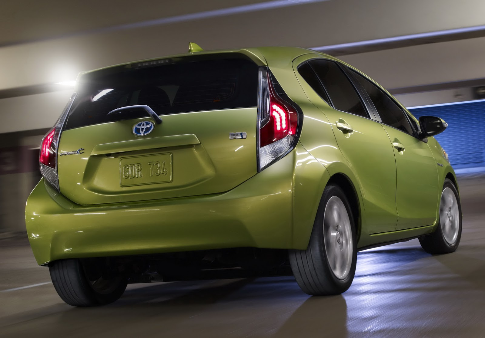 toyota gives 2015 prius c hybrid hatch a light makeover carscoops. Black Bedroom Furniture Sets. Home Design Ideas