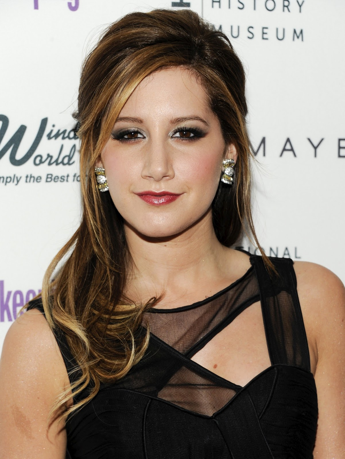 http://4.bp.blogspot.com/-hw2VABK6krg/TviZ6Pt4wLI/AAAAAAAABVY/HXAIy8dGob0/s1600/Ashley-Tisdale-Ashleytisdale-hairstyles-pictures-videos-movies-actress-pics+%25281%2529.jpg