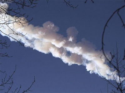 meteorito cayendo en rusia febrero 2013