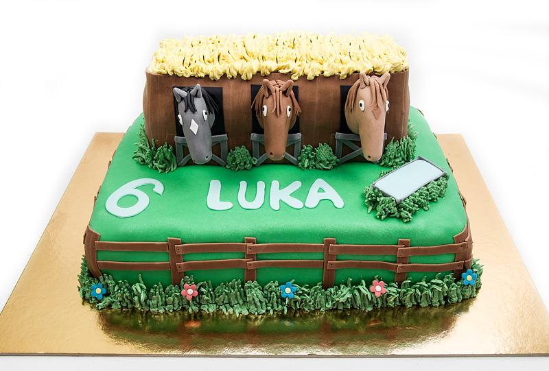 Horses in a barn fondant cake