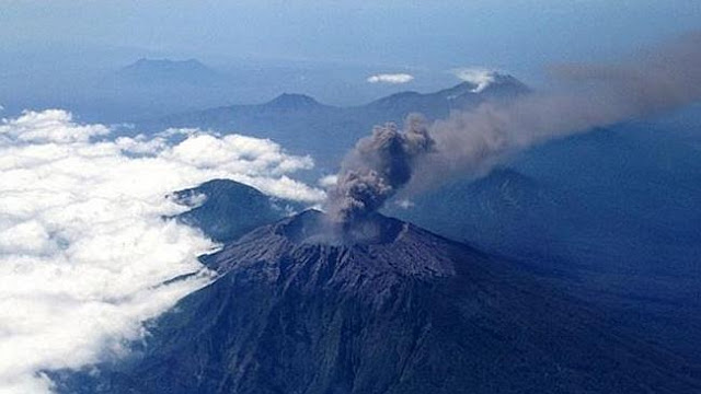 Denpasar, Bali flights cancelled due to volcano, thousands stranded