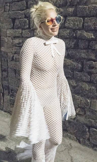 Photos la combinaison transparente de Lady Gaga en Italie