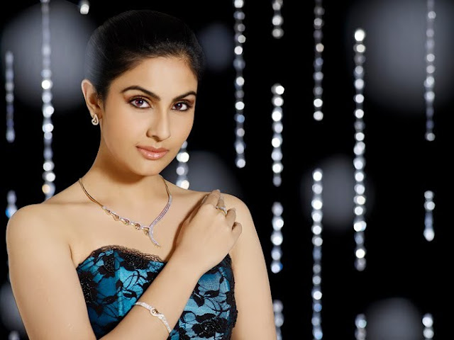 Model Divya Parameshwaran Cute Images Saree Photos navel show