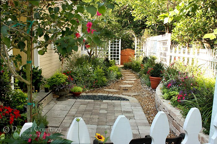 Garden small spaces on pinterest small space gardening for Small french courtyard gardens
