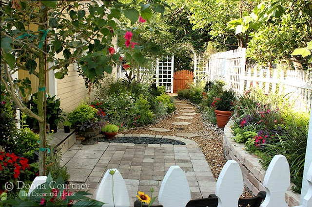 The decorated house small space gardening kitchen for Courtyard designs for small spaces