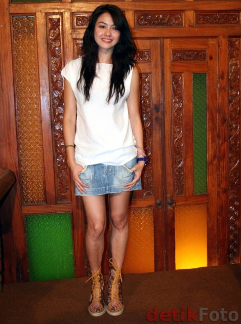 Foto Seksi Revalina S Temat Pakai Rok Min no bugil telanjang artis indoi