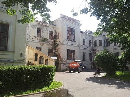 Бывшая Александровская больница. Вид сзади. Фасад выходит на Улицу Щипок.