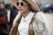 . algo que destaque para acaparar la atención de los fotógrafos, . fotos de street style en milan fashion week