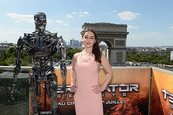 Terminator Emilia Clarke, Photo call at fotokolle in Paris