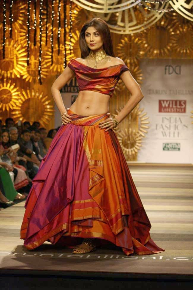 Shilpa Shetty in Tarun Tahiliani Lehenga at WIFW AW 2014