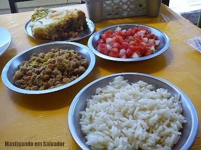 Restaurante Tebet: Empanada de Carne com Acompanhamentos