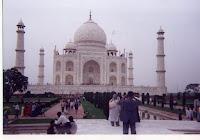famous places taj mahal.jpg