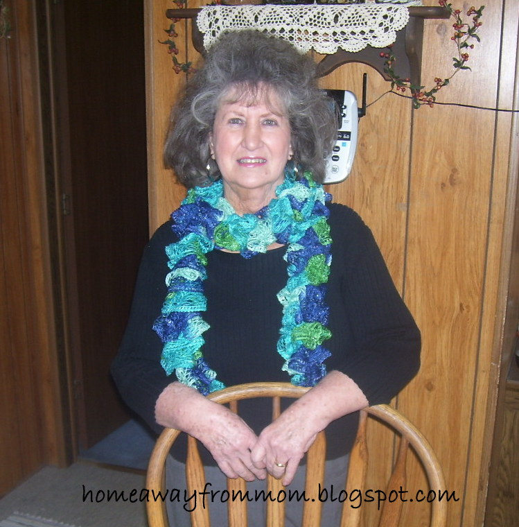 Home Away From Mom 2 How To Knit Red Heart Boutique Sashay Scarves