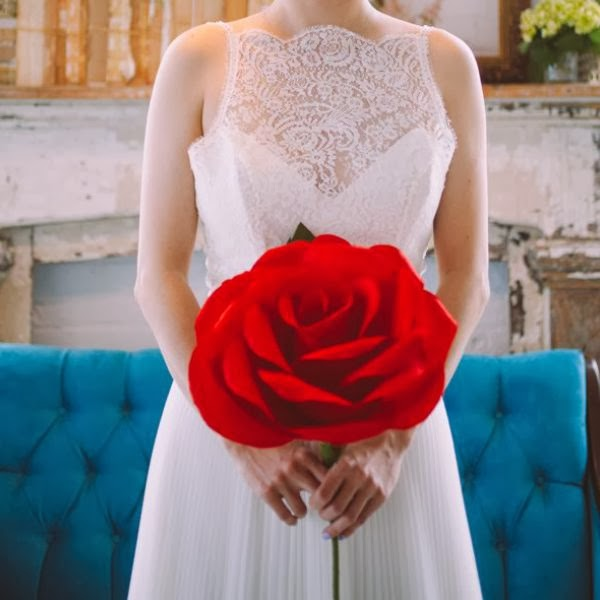 Ramo de novia con rosa roja