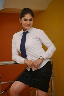 Actress Parnika Pictures in Happy Days Returns Movie  0006.jpg