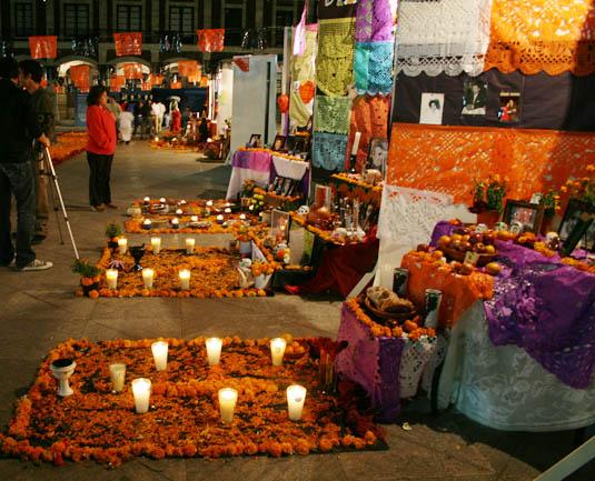 Decoracion Altar De Muertos ~   Medios 5 parecidos y 5 diferencias entre Halloween y D?a de muertos