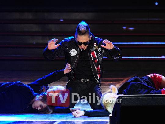 http://4.bp.blogspot.com/-hzUhxyLAWp8/TspnMYvs7hI/AAAAAAAAMHo/_rXTNtLd1FY/s1600/taeyang_034.jpg