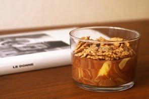 Mascarpone variegato al cioccolato con fiocchi integrali e pinoli