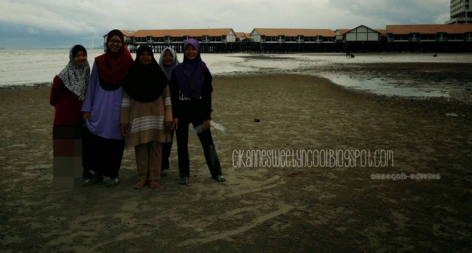 Pantai di Glory Beach resort