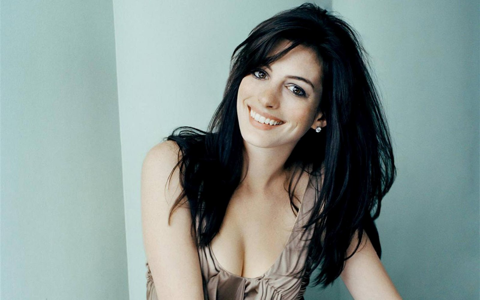 Hathaway pics stars picture 45