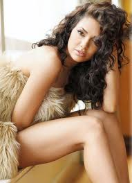 ESHA-GUPTA-HOT-BOLLYWOOD-ACTRESS-6