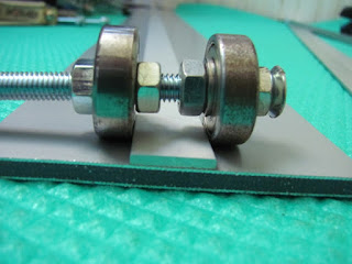 Ball bearings on bolt