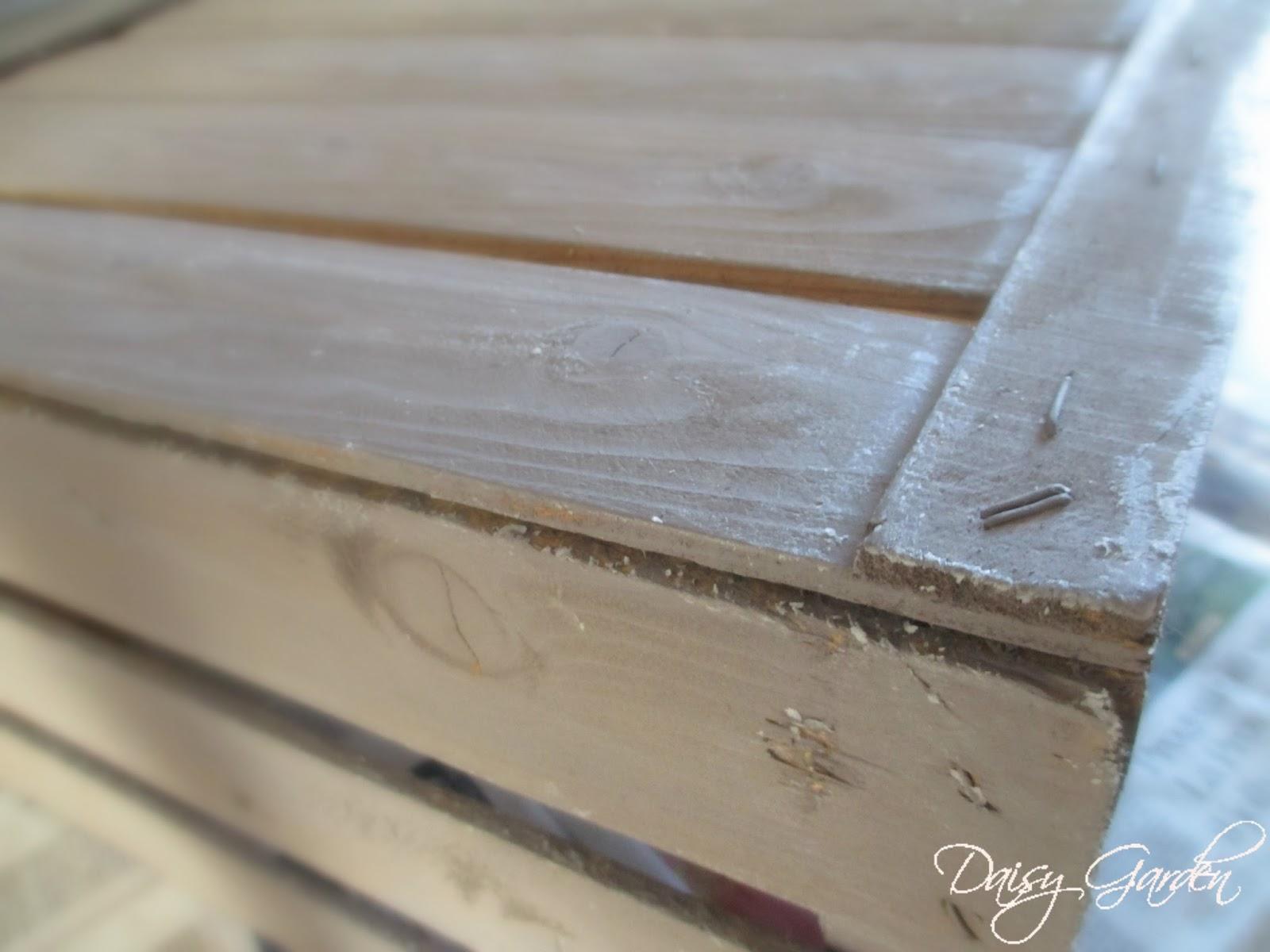 Daisy garden diy cassetta di legno della frutta shabby chic e decapare un mobile come with come - Decapare un tavolo ...