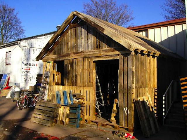 Lloyd s blog 2 13 11 2 20 11 - Construire avec des palettes ...