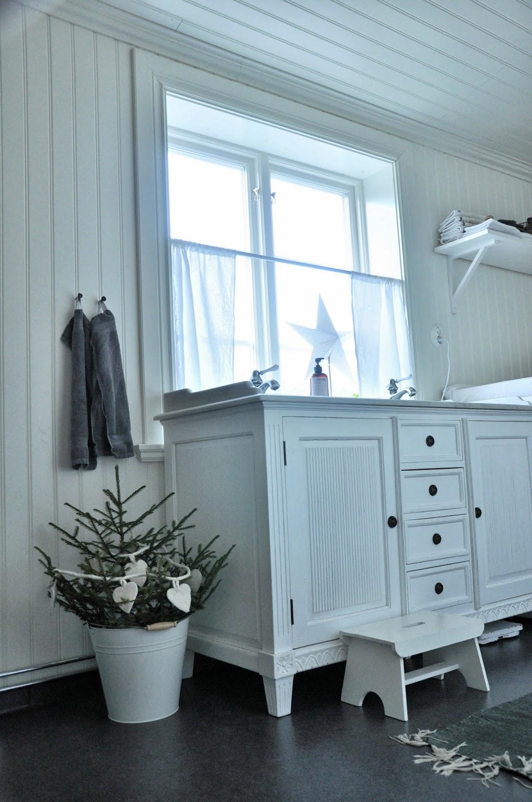 Marias vita bo: badrum och tvättstuga