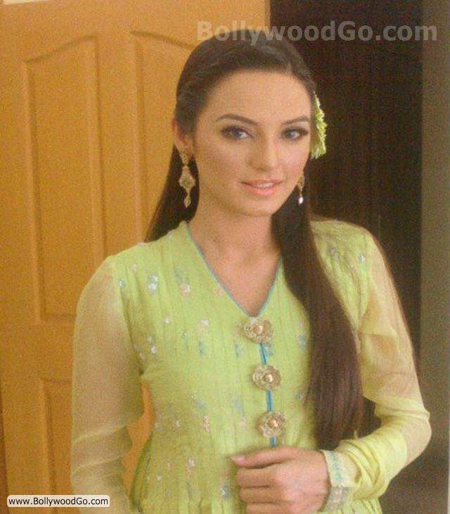 Sadia Khan - Email address, photos, phone numbers to Sadia Khansadia khan
