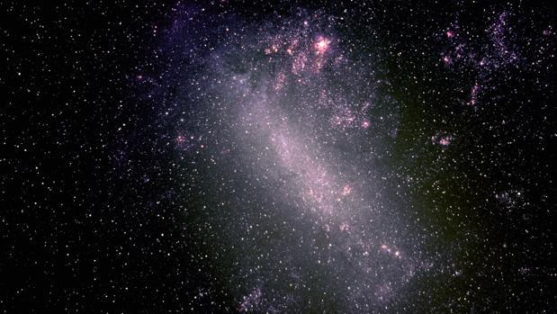 Galaxia oscura al lado de la Vía Láctea