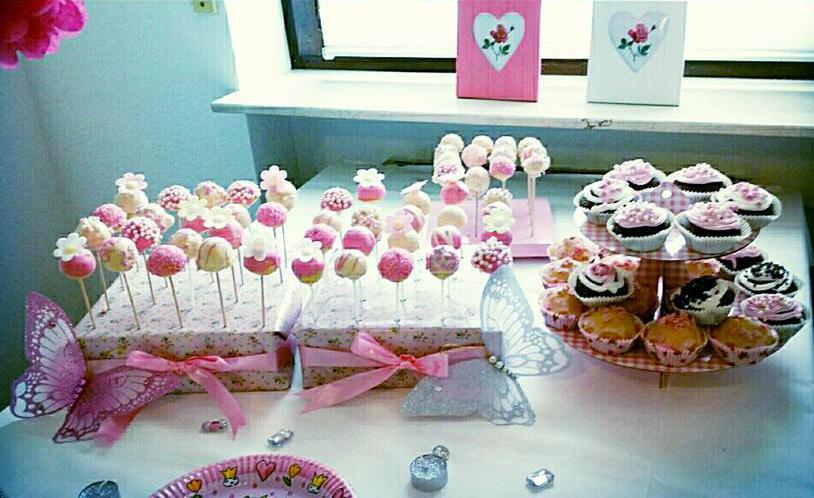 selbstgemachte cake pops diy cake pop st nder a mother 39 s love. Black Bedroom Furniture Sets. Home Design Ideas