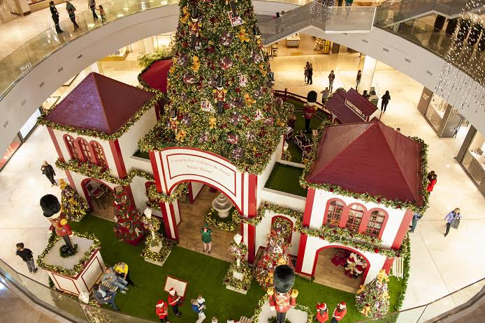 a história dos enfeites de Natal, Pátio Batel