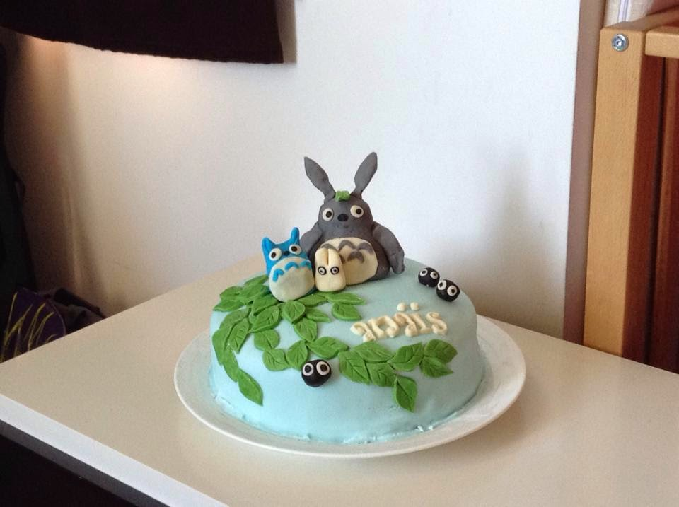 Connu Mère, and much more: Le gâteau Totoro EK12